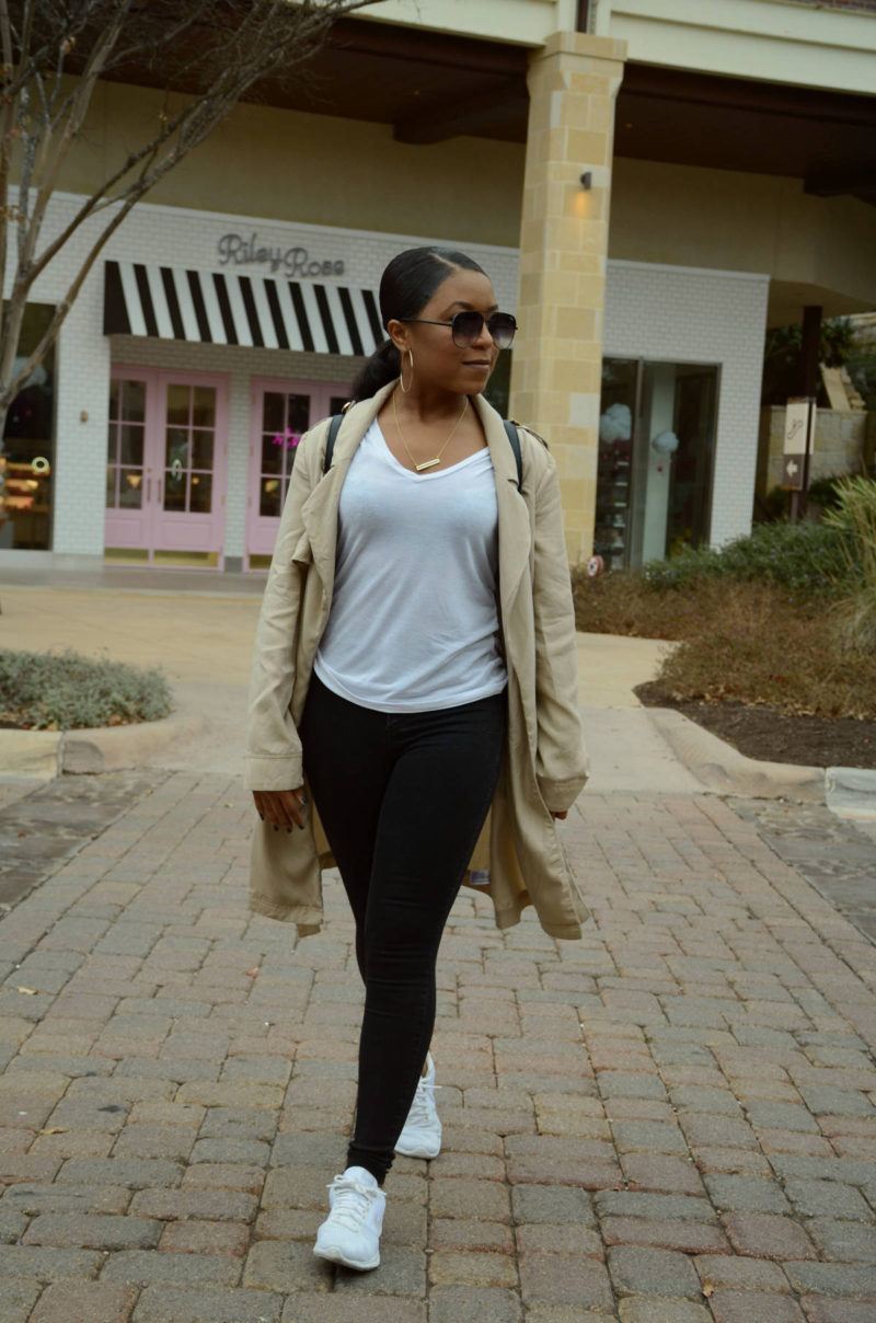 how to style a casual white tee outfit