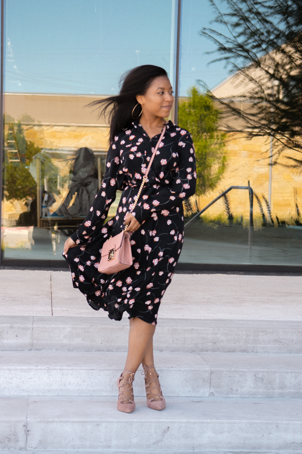how to wear black in the summer in 5 easy tips