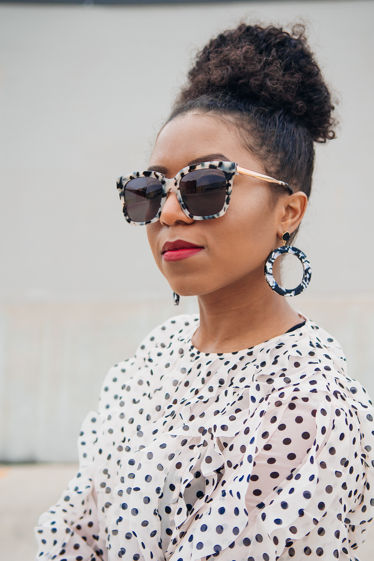 leopard print diff sunglasses and baublebar earrings
